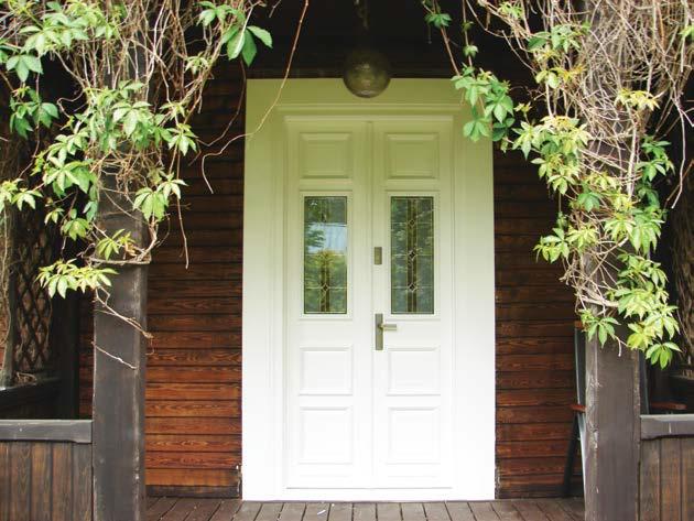 białe drzwi zabytkowe z szybkami