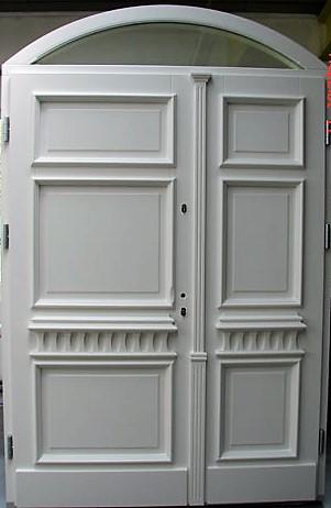eleganckie drzwi z naświetlem górnym, stan przed montażem, drzwi białe