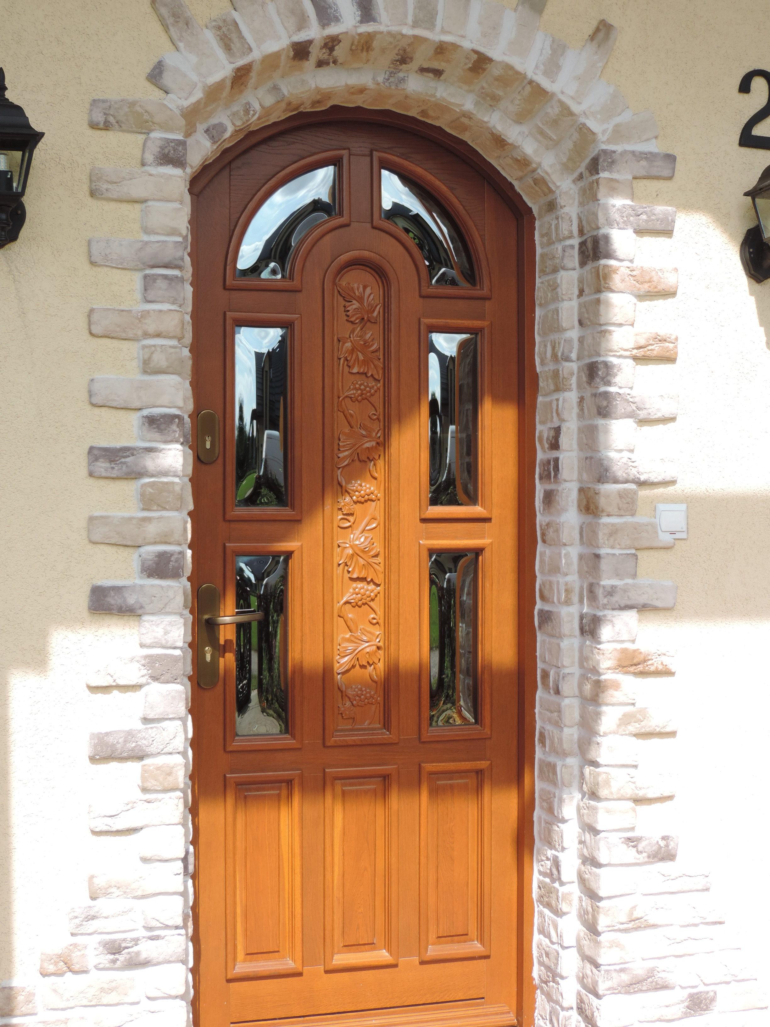 drzwi wykonane z dębu w kolorze złoty dąb, osadzone na ościeżnicy stałej