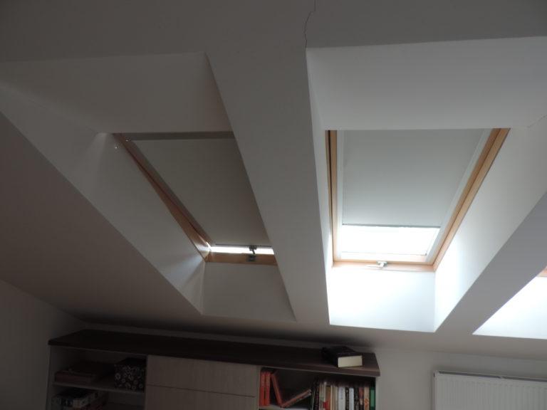 materiałowe rolety w oknach dachowych