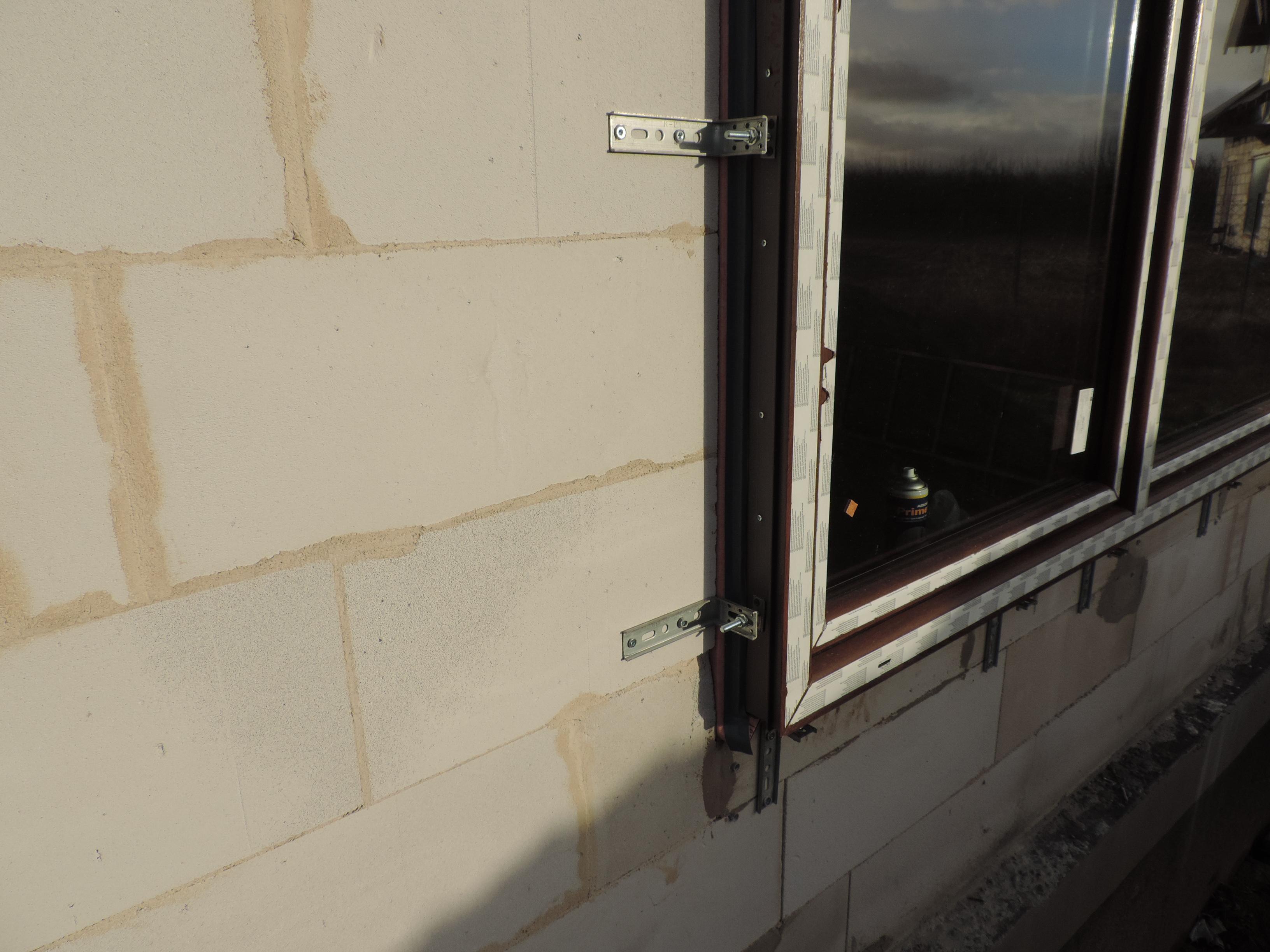 4. rozmieszczenie konsol wokół ramy okiennej