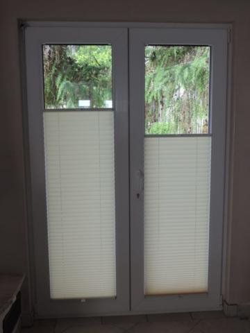 plisy na oknie balkonowym podwójnym