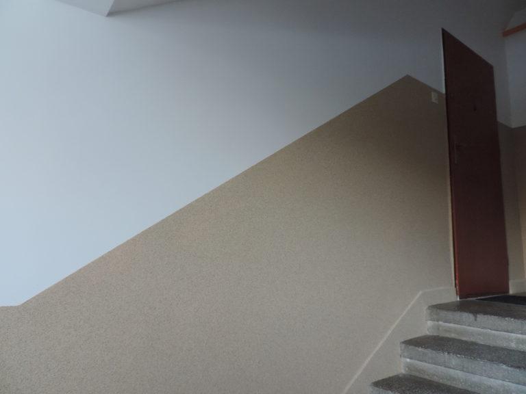 ściana od dołu gramaplast na górze farba biała