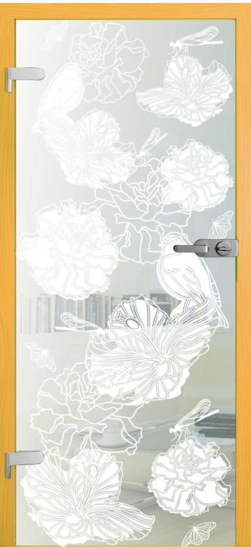 kompozycja kwiatowa na tle lekko mlecznym