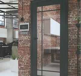 Piękne czarne industrialne drzwi Loft